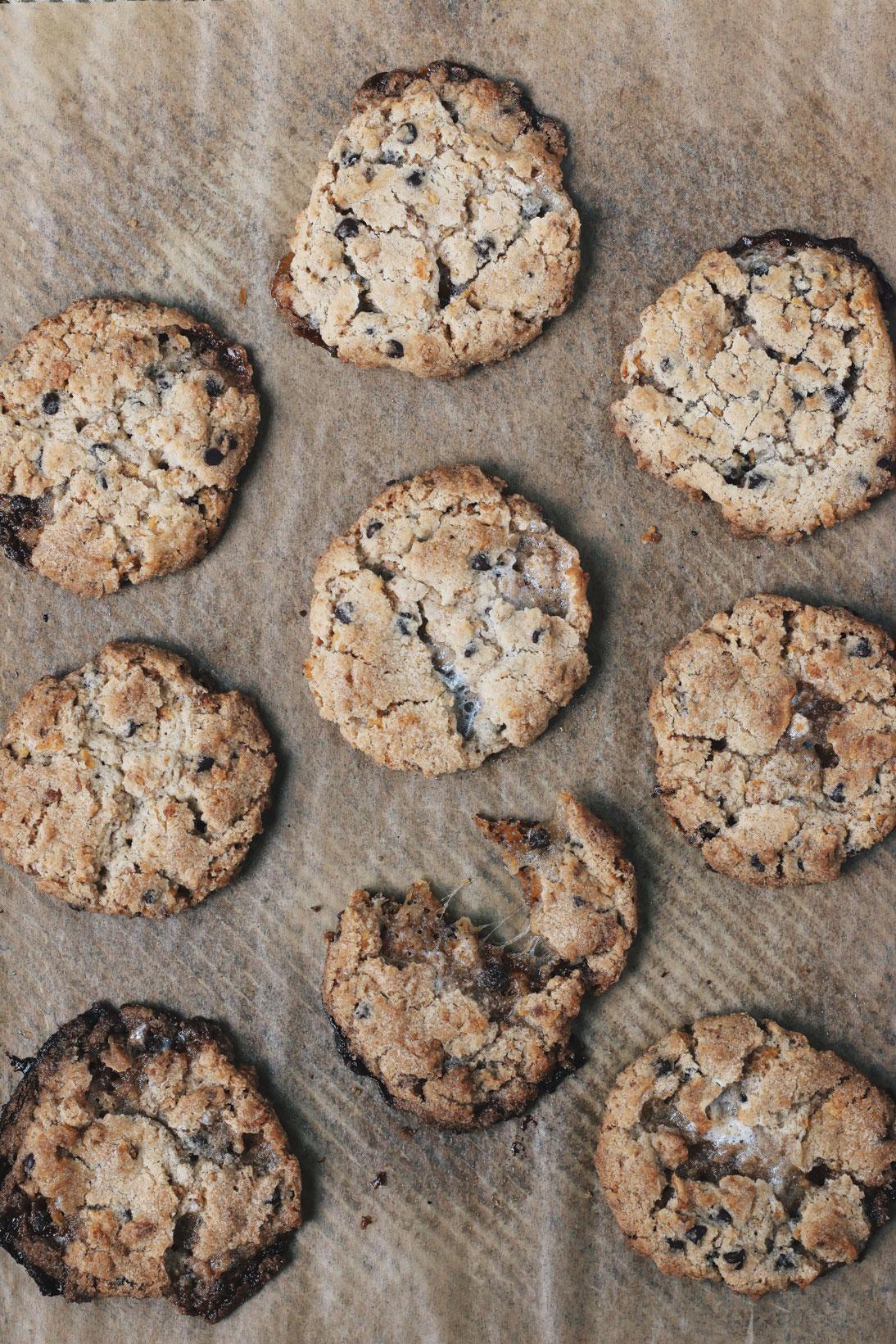momofuku-cornflake-mini-marshmallow-chocolate-chips-cookie
