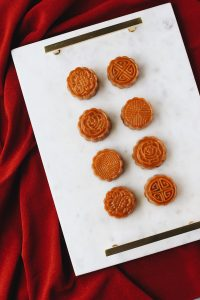 unconventional-pumpkin-&-purple-yam-mooncake-on-a-tray