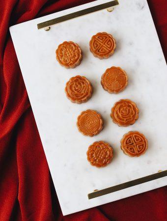 unconventional-pumpkin-&-purple-yam-mooncake-on-a-tray