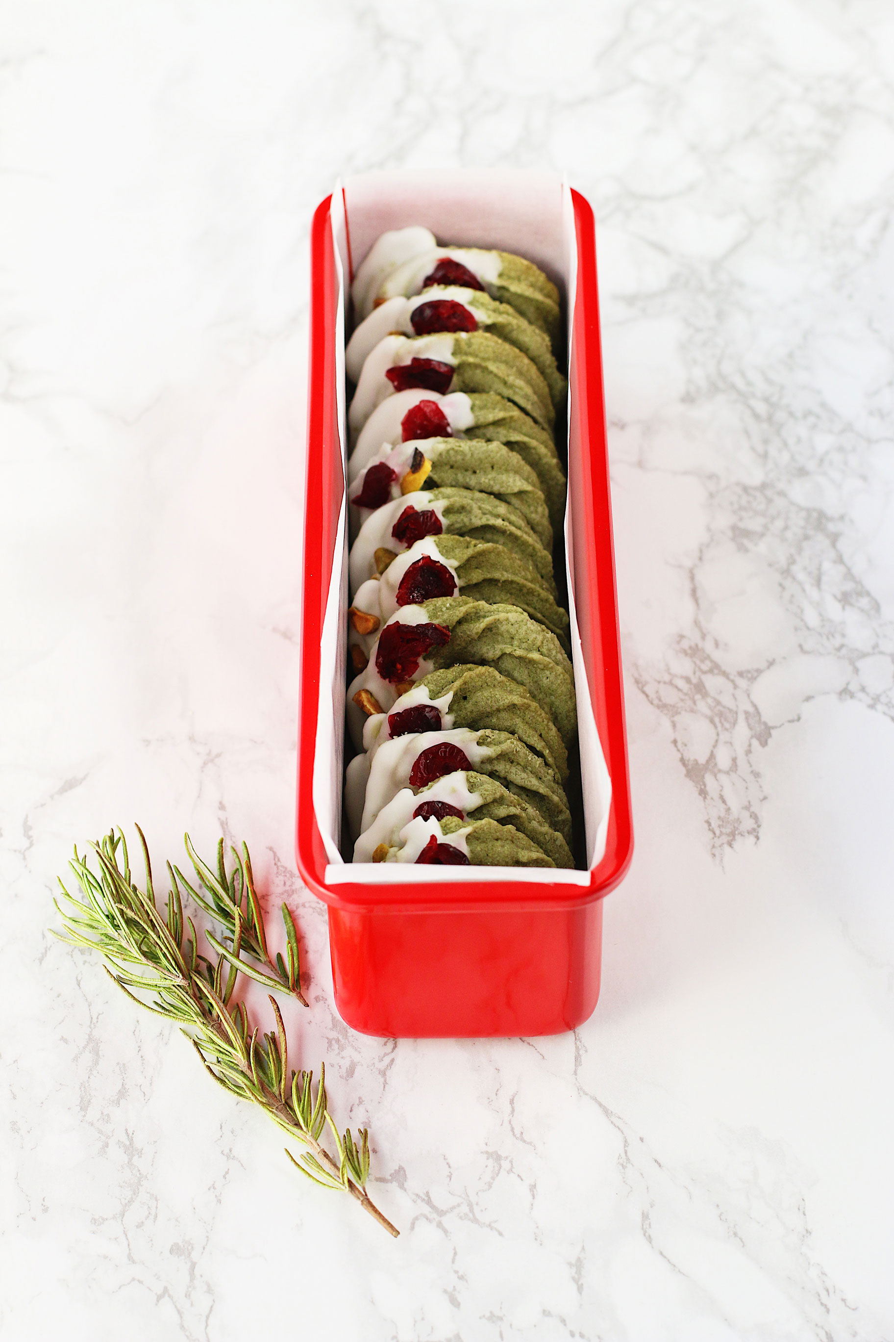 Herbakinglab-Matcha-Christmas-Wreath-Shortbread-in-the-box