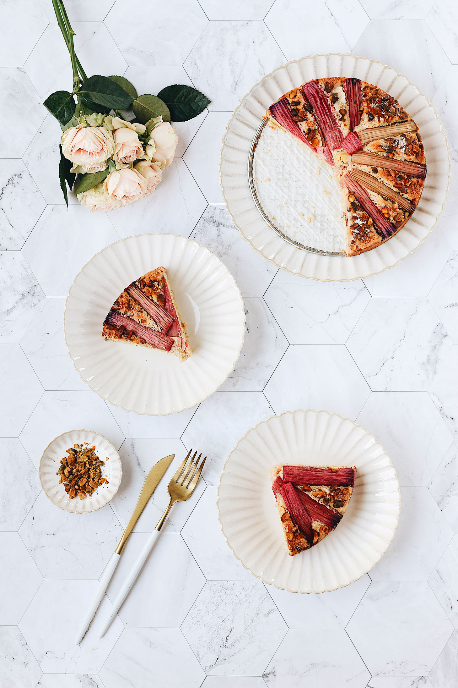 herbakinglab-whole-wheat-rhubarb-pistachio-cake-cut