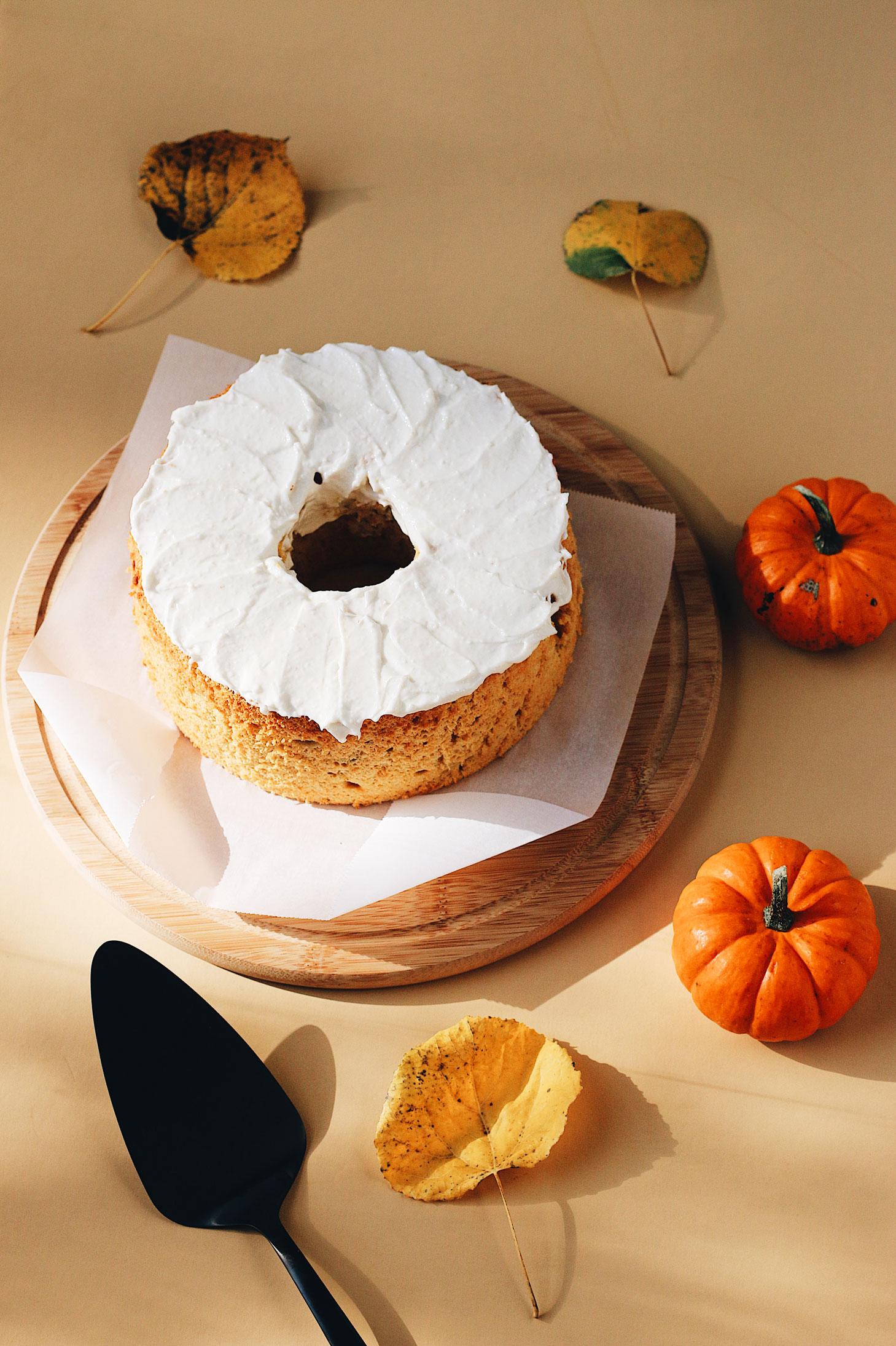 herbakinglab-pumpkin-angel-food-cake-dark