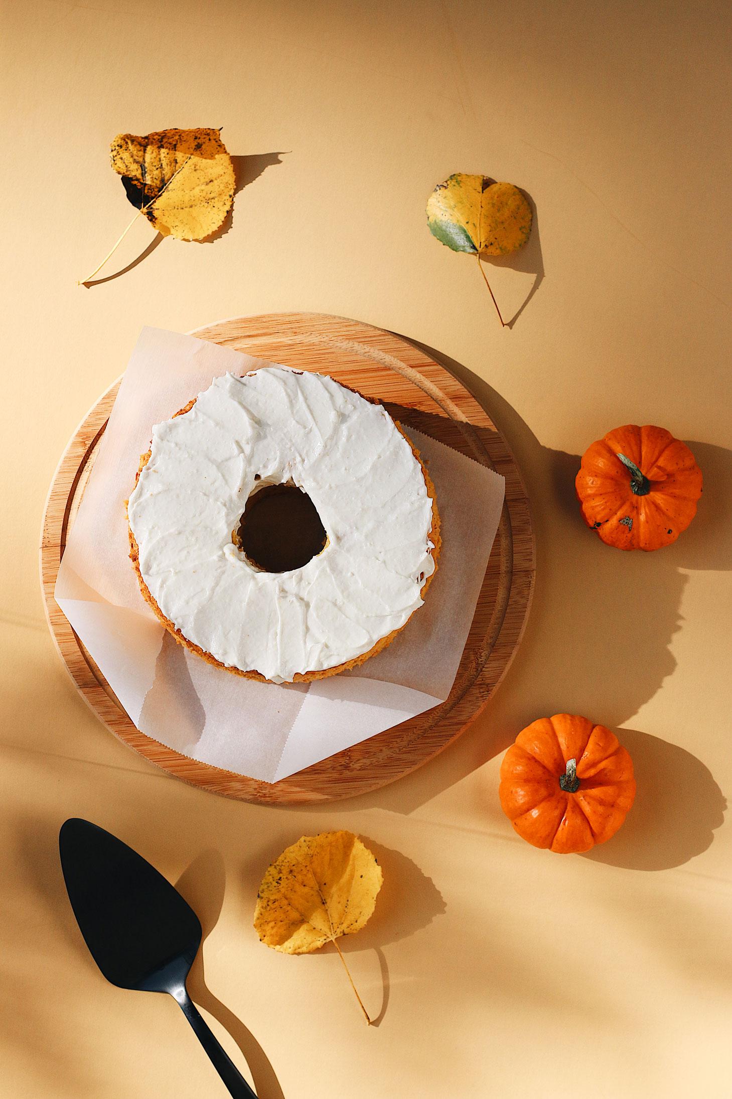 herbakinglab-pumpkin-angel-food-cake-whole