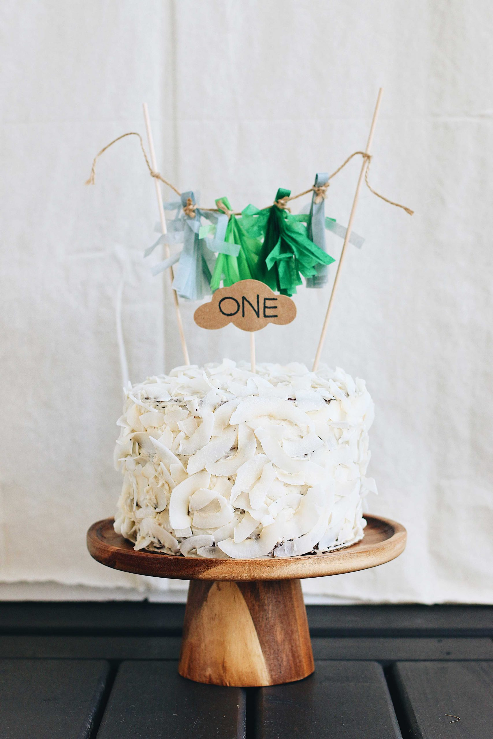 herbakinglab-little-croissant-first-birthday-DIY-cake-smash-photo-3