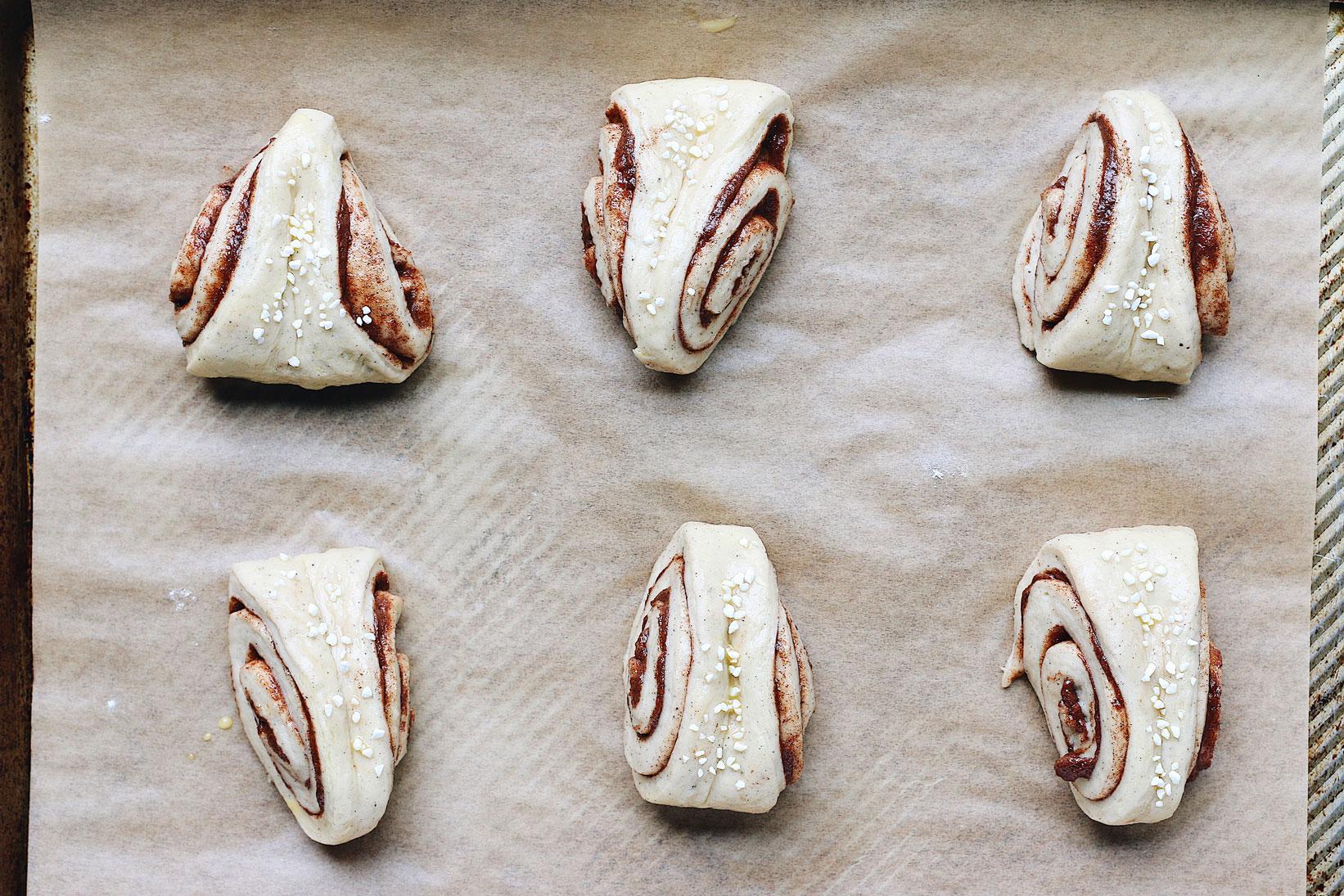 korvapuusti-finnish-cinnamon-cardamon-sweet-roll-before-bake