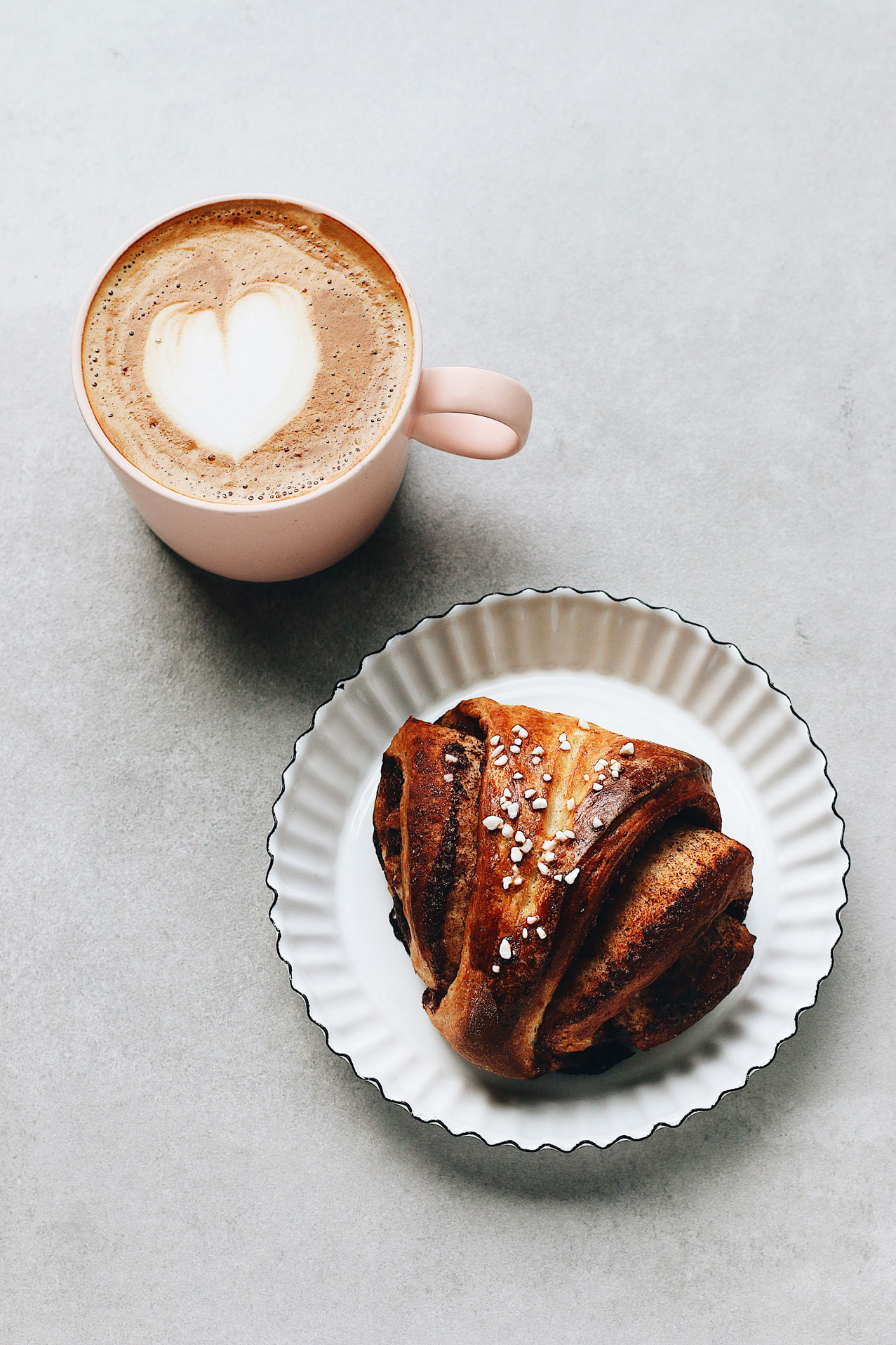 korvapuusti-finnish-cinnamon-cardamon-sweet-roll-with-coffee-latte