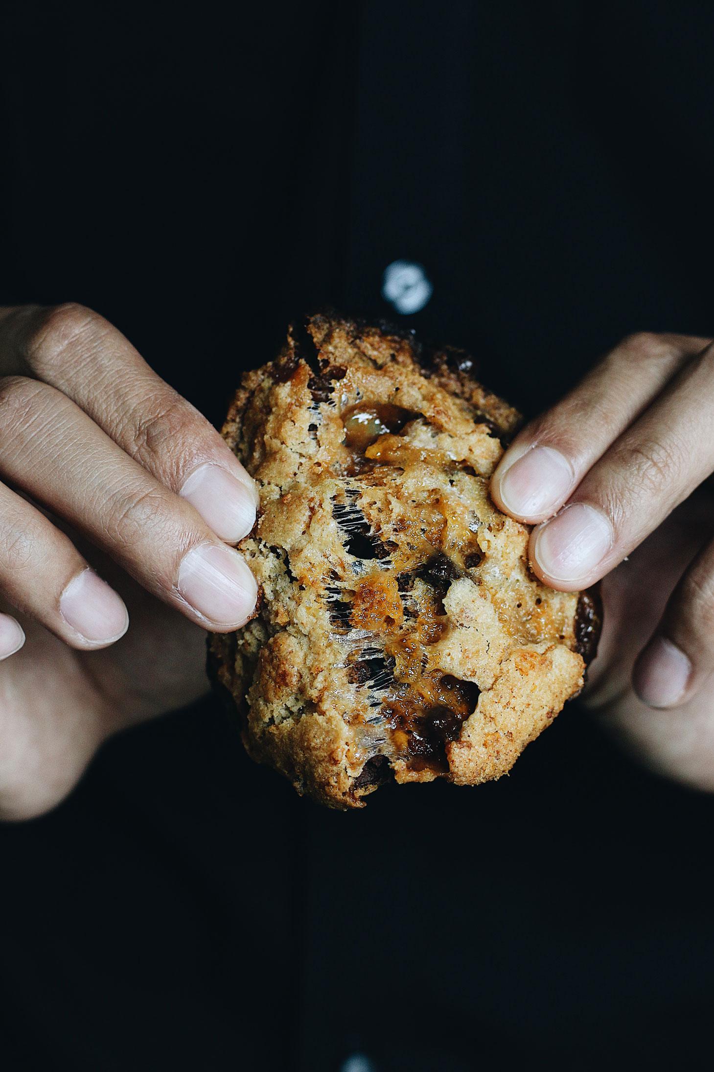 momofuku-milk-bar-cornflake-marshmallow-chocolate-cookie