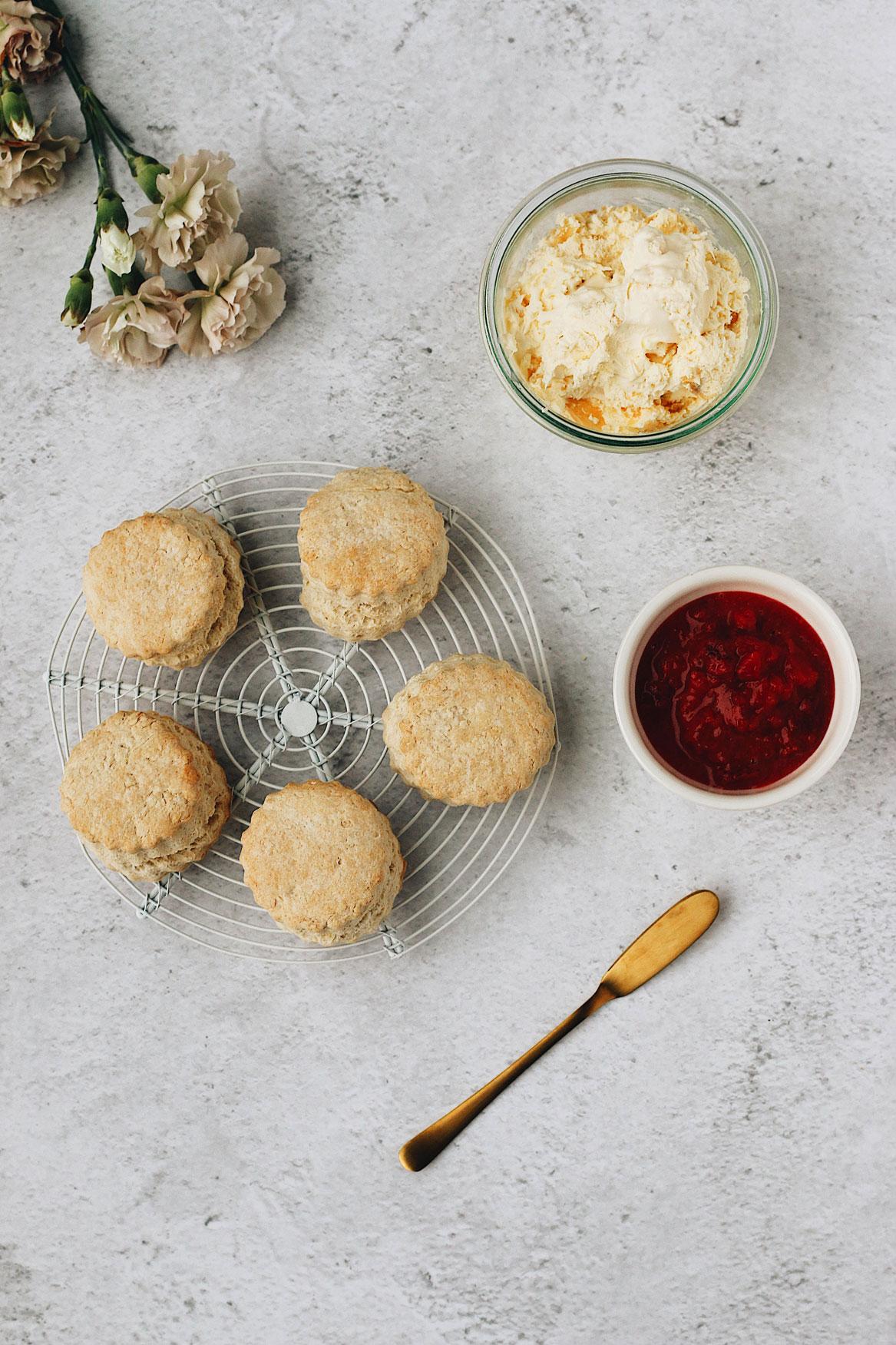 british-scone-with-clotted-cream-and-jam'