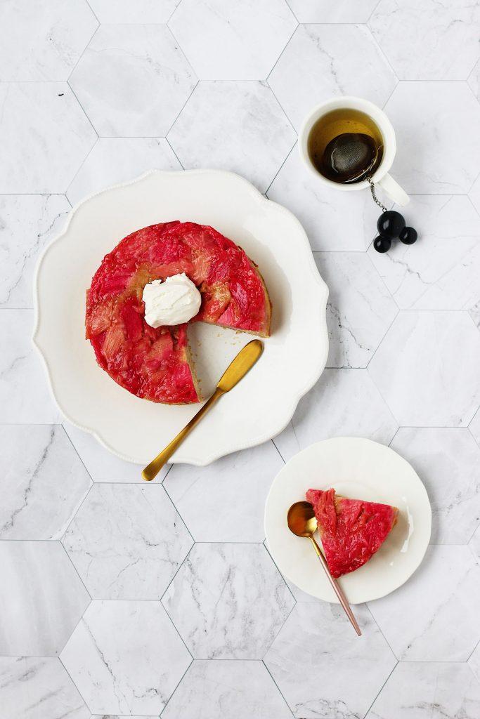 herbakinglab-rhubarb-upside-down-cake-cut