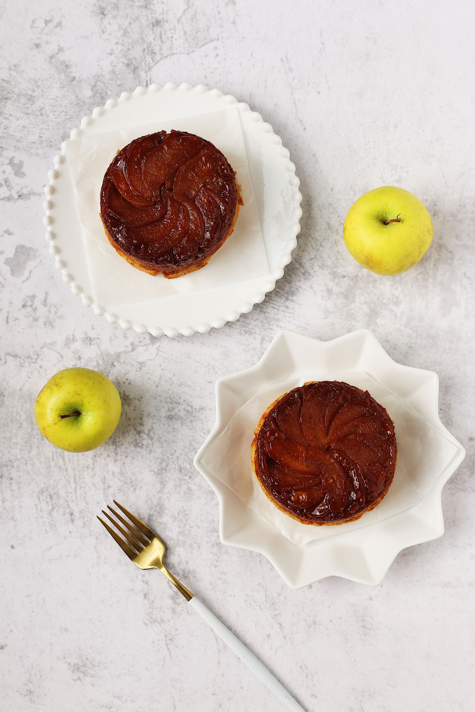 herbakinglab-caramel-apple-upside-down-cake
